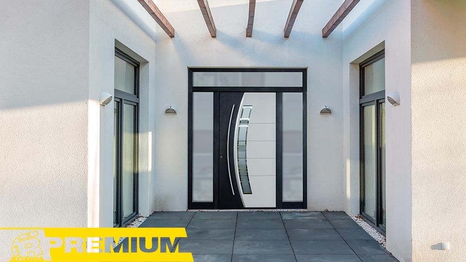 Входные эллитные двери в частном доме
