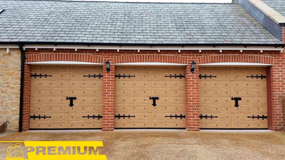 секционные ворота в стиле ретро