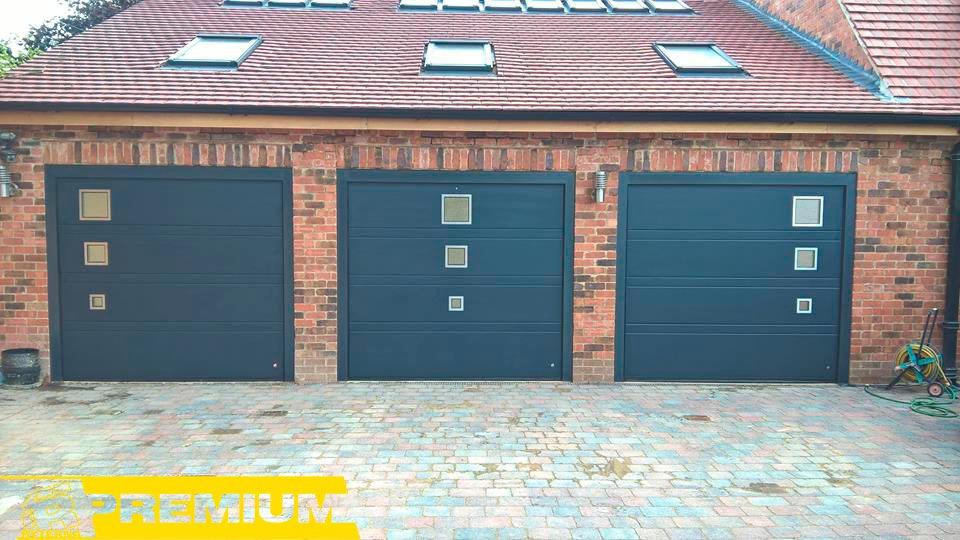 гаражные ворота с окнами