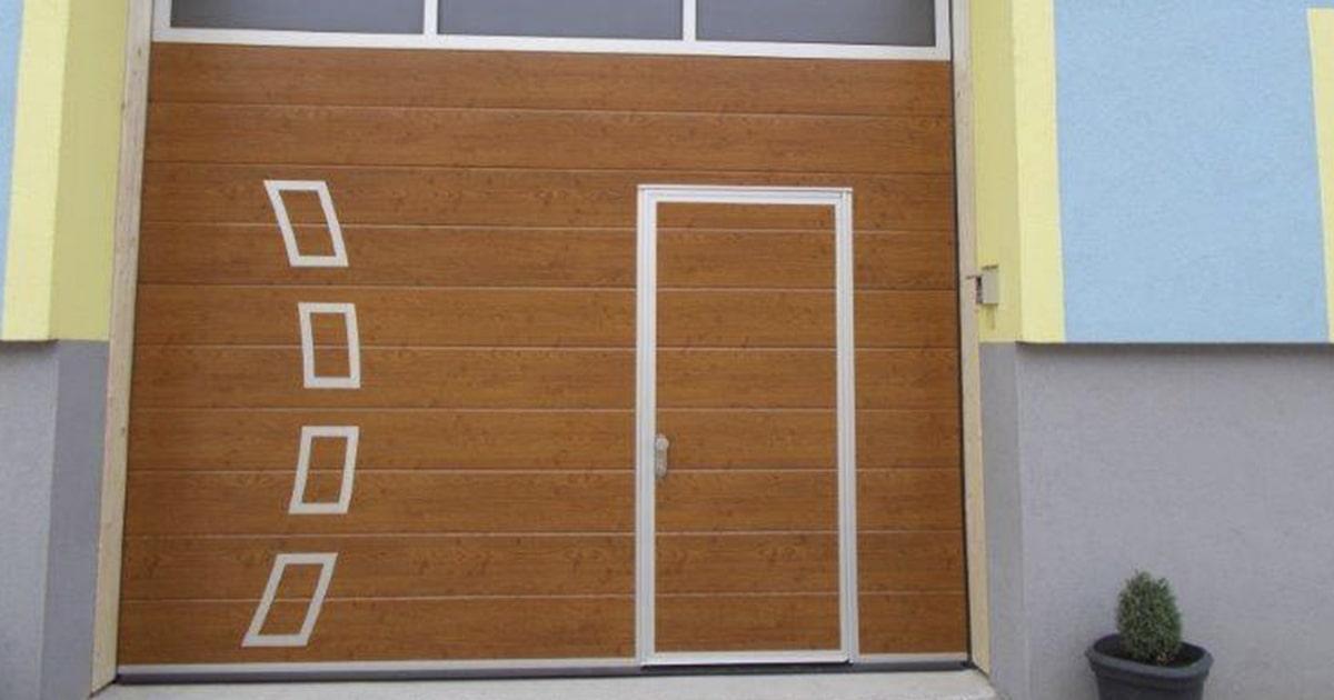 Купить автоматические гаражные ворота с калиткой Ритерна в Киеве